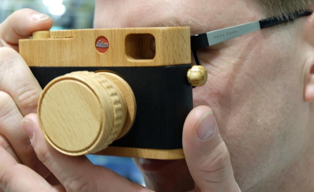 Klein, leicht und ohne jede Funktion - die Leica Holzkamera