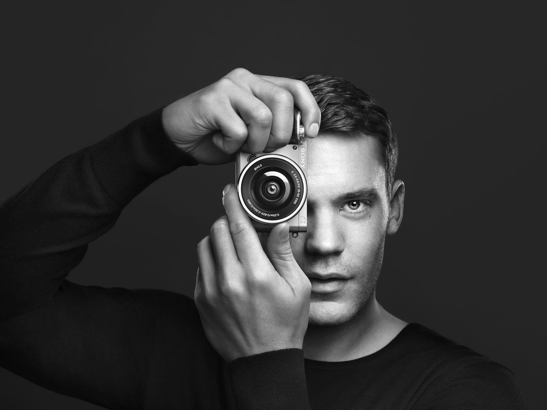 Manuel Neuer und die Sony Alpha 6000
