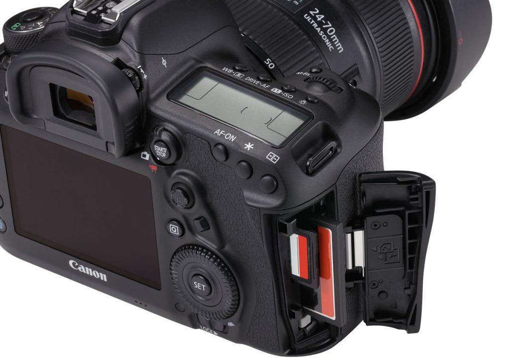 Canon_EOS 5D Mark IV Detail Dual card slots Beauty 02